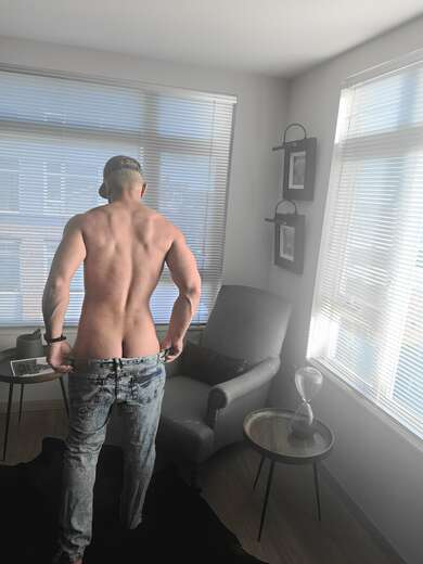 FUN, HOT, VERSE AND READY! - Gay Male Escort in Seattle - Main Photo